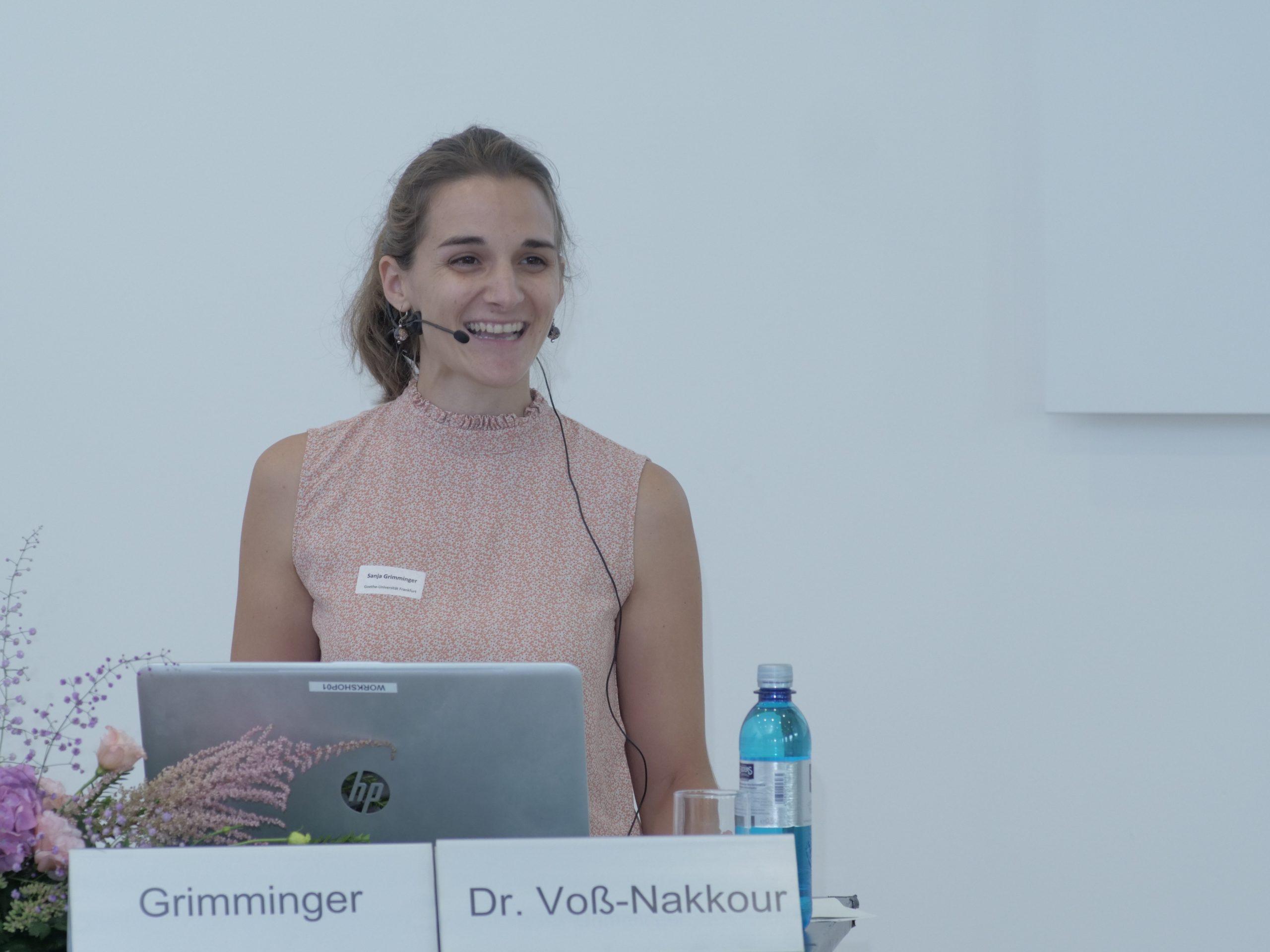 Sanja Grimminger eröffnet das Vernetzungstreffen mit den Umfrageergebnissen.