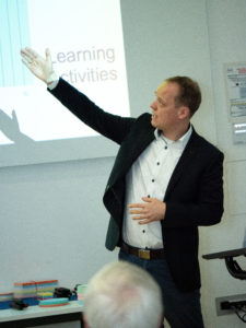 Prof. Dr. Drachsler präsentiert im TLA Workshop den Verhaltenskodex für Learning Analytics